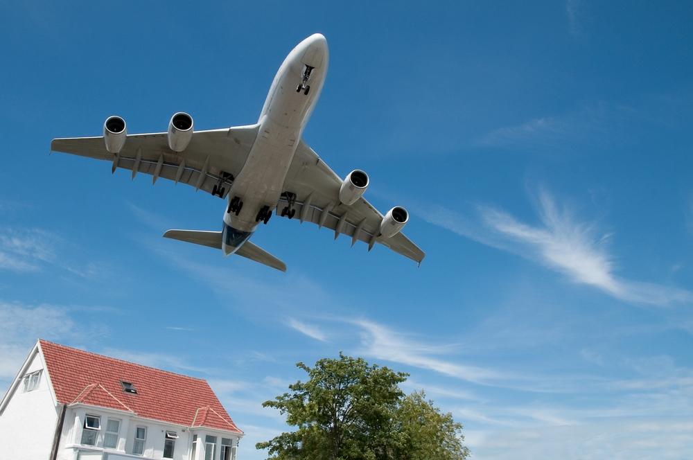 Doit-on renoncer à voler en avion au nom du climat ?